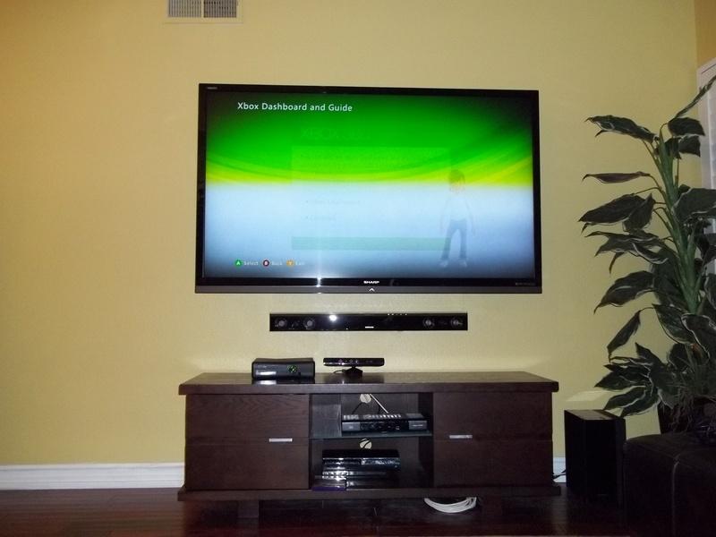 "70"" Sharp LED Smart TV Samsung Sound Bar"
