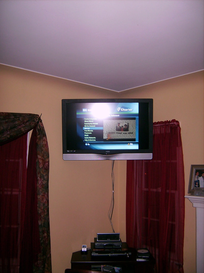 Standard Corner TV Installation with Swivel Wall Mount