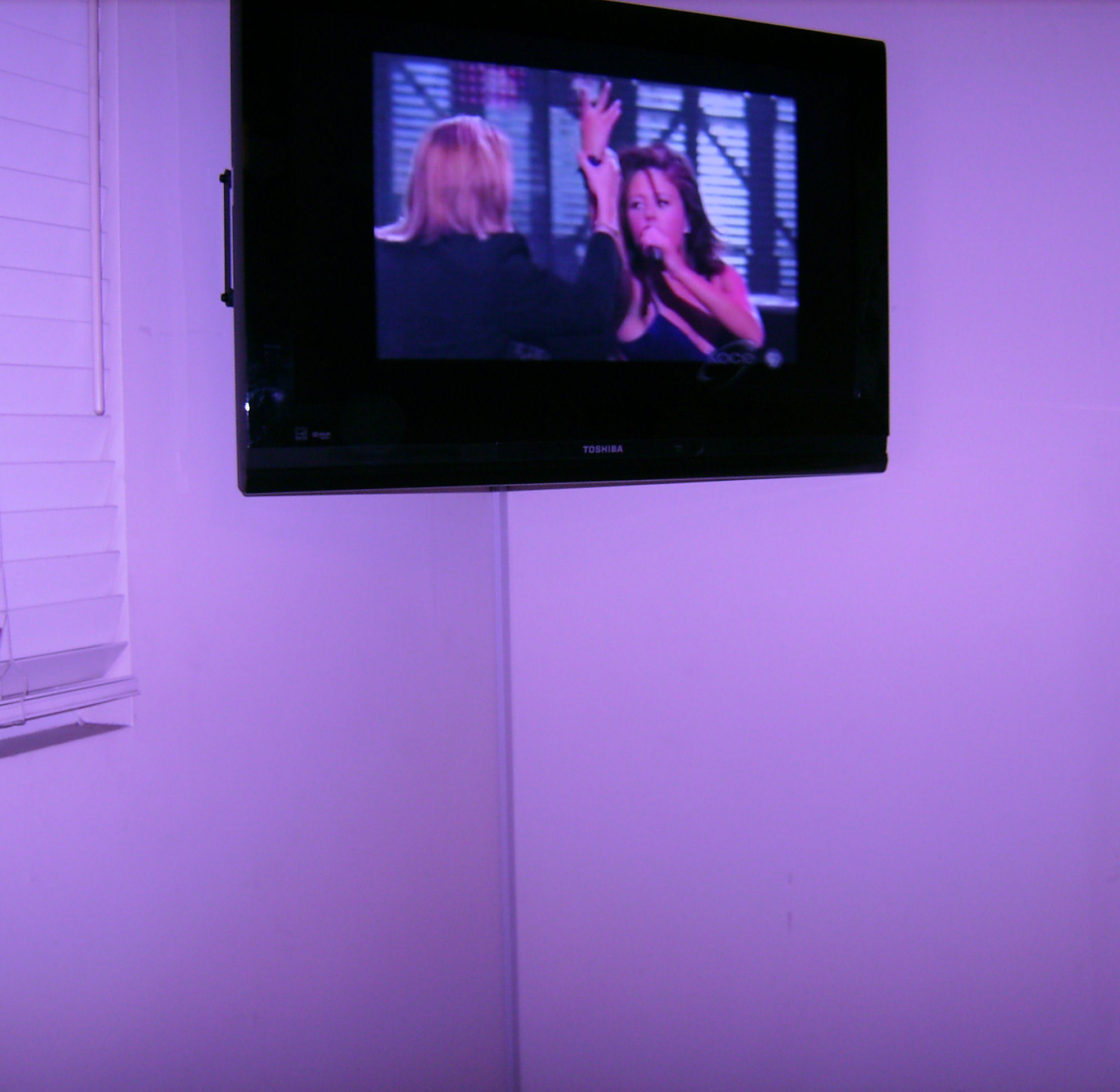 Standard Corner TV Installation w/tracking
