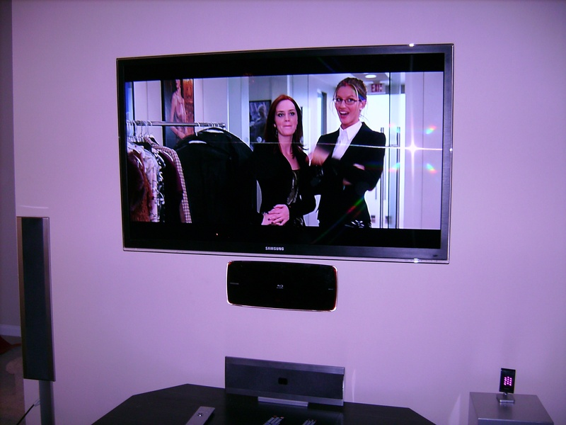 55 Samsung Lcd Tv With Wall Mounted Blu Ray Player